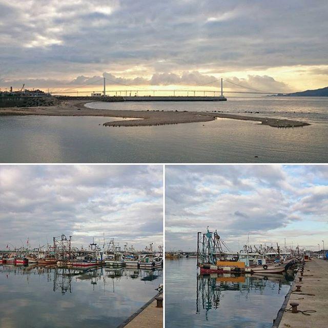 今朝の明石海峡2/2 朝は雲が多めでしたが、海は穏やかで陽射しも出てきました。 #akashi #akashi135